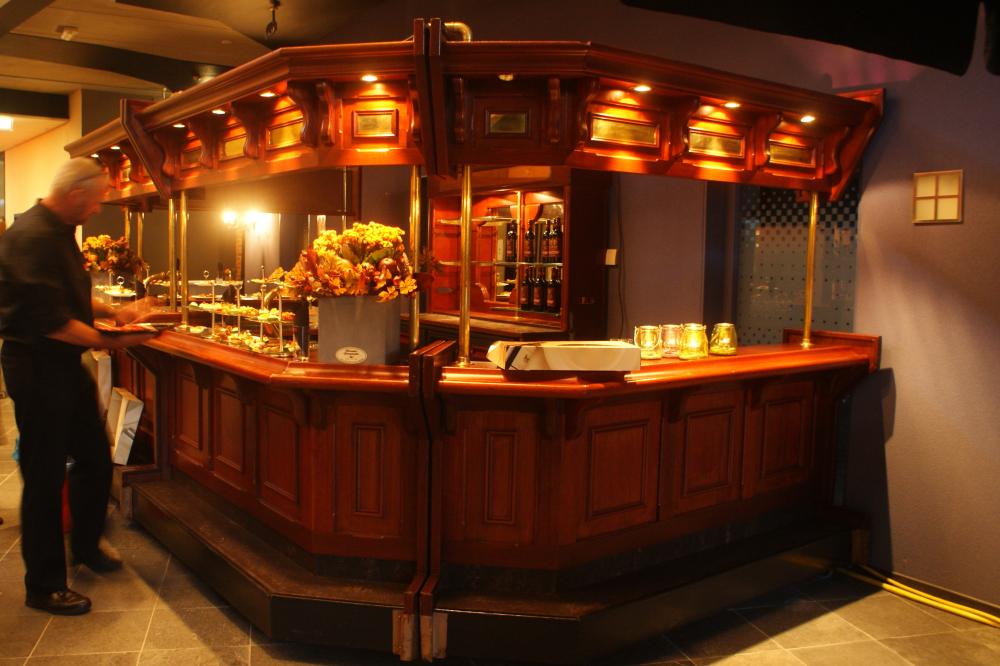 Huur luxe grote houten bar, 5 delen inclusief achterkast ...